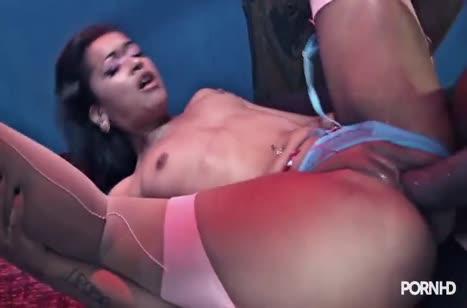 Скриншот Нереальное анальное порно с безбашенными бабенками №3374 #3