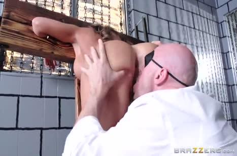 Скриншот Грудастая давалка сексуально стонет от писюна №5286 #4