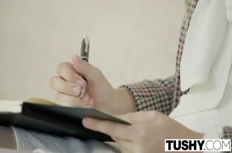 Скриншот Сочной девочке в чулочках страстно присунули член №1861 #1