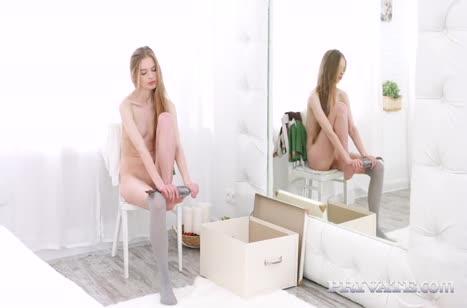 Знойные девушки возбуждают сексуальными ножками в чулках №3565