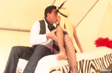 Скриншот Знойные девушки возбуждают сексуальными ножками в чулках №4518 #3