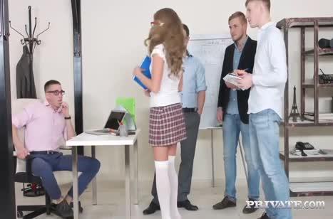 Скриншот Порно бесплатно с двойным проникновением в девку №4808 #1
