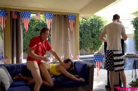 Скриншот Аппетитные давалки согласились на групповое порно №3183 #3