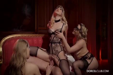 Скриншот Аппетитные давалки согласились на групповое порно №3188 #4