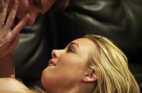 Скриншот Сексуальная бабенка наслаждается романтической оргией №1518 #3