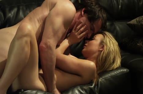 Скриншот Сексуальная бабенка наслаждается романтической оргией №1518 #4