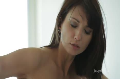 Скриншот Сексуальная бабенка наслаждается романтической оргией №2716 #5