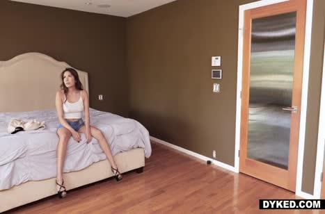 Скриншот Скачать порно на телефон с неугомонными лесбиянками №4721 #3