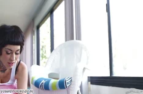 Скриншот Телочку в обтягивающих штанишках насадили на кукан №2996 #1