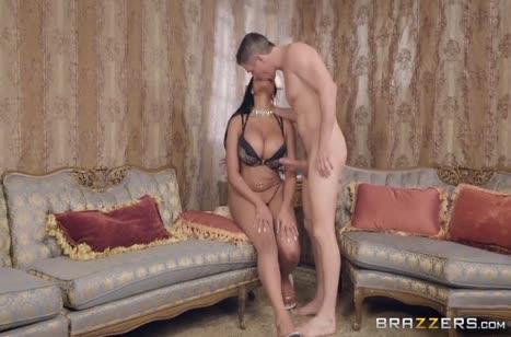 Скриншот Сказочная мамка умело кувыркается с ухажером №2433 #2