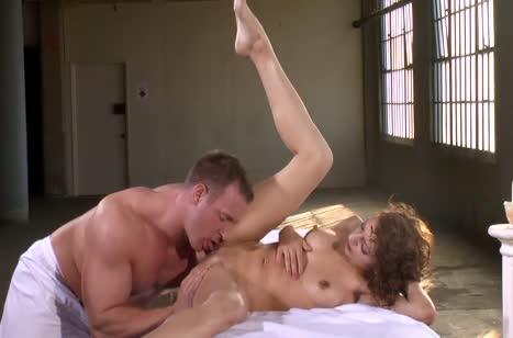 Скриншот Фигуристая чикса классно шпилится с массажистом №2778 #5