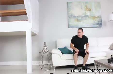 Скриншот Пошлый секс с красивой девкой в массажном кабинете №2779 #3