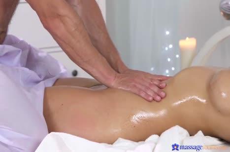 Скриншот Красивое порно в массажном кабинете бесплатно №3696 #3