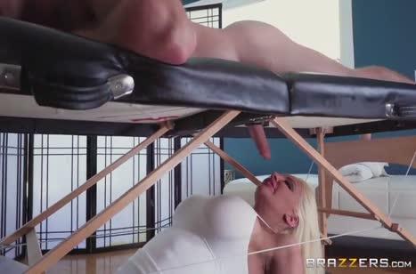 Скриншот Красивое порно в массажном кабинете бесплатно №3698 #3