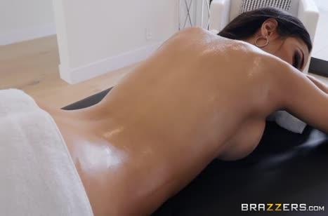 Скриншот Пошлый секс с красивой девкой в массажном кабинете №5240 #1