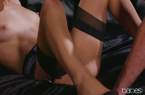 Скриншот Девка с рабочим ротиком хорошо делает минетик №5202 #3