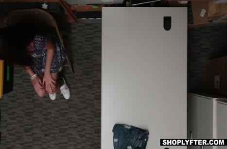 Скриншот Молодые девушки классно отрабатывают в порнушке №1333 #1