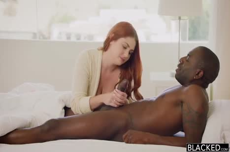 Скриншот Фигуристая девка захотела секса с африканцем №3092 #1