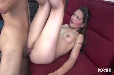 Скриншот Сексуальная телочка запросто шпилится в офисе №2920 #4