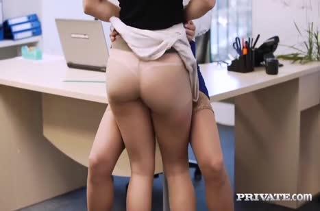 Скриншот Сексуальная телочка запросто шпилится в офисе №4539 #3
