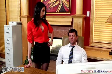 Скриншот Сексуальная телочка запросто шпилится в офисе №4544 #1