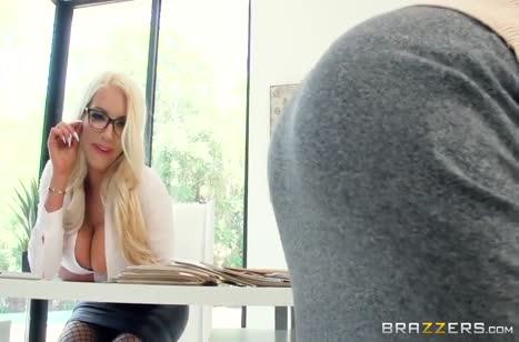 Скриншот Сексуальная телочка запросто шпилится в офисе №4547 #1