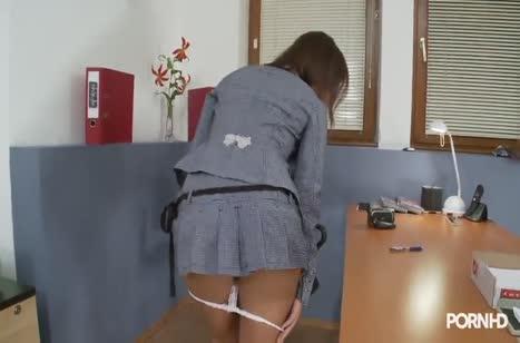 Скриншот Сексуальная телочка запросто шпилится в офисе №4817 #3