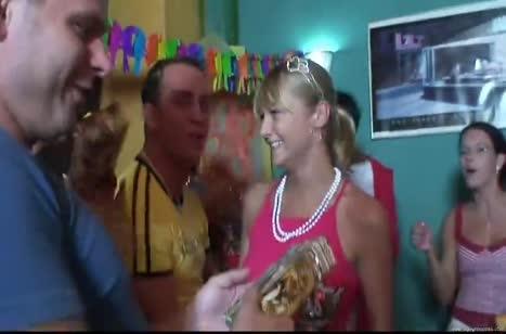 Скриншот Хардкорное порно видео с любительницами разврата №4593 #1